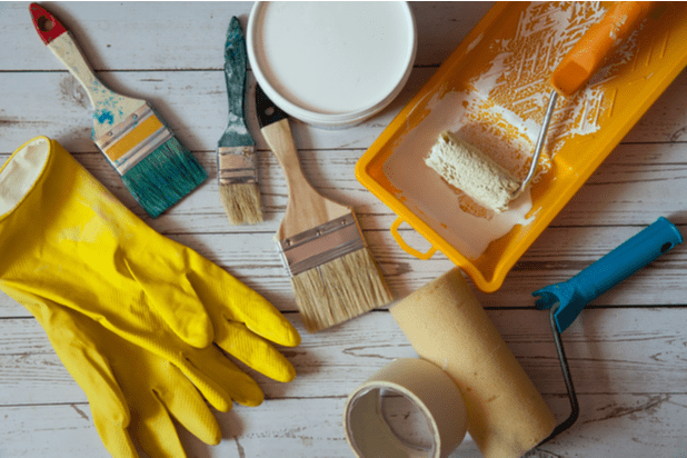 Tools and accessories for painting rooms